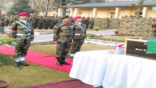 GOC Ace of Spades Division and other ranks laying wreath to pay respect to martyr Naik Jagdish in Rajouri area.
