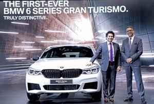 Sachin Tendulkar and Vikram Pawah with the first-ever BMW 6 Series Gran Turismo.