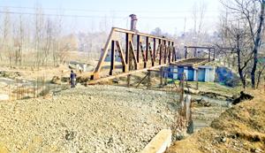 Zainapora bridge still awaits completion. —Excelsior/Younis Khaliq