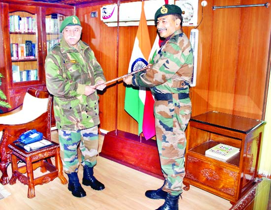 Lt Gen J S Sandhu giving charge to Lt Gen A K Bhatt of 15 Corps at Badami Bagh Cantonment in Srinagar on Thursday. (UNI)