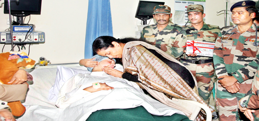 Defence Minister Nirmala Sitharaman gets emotional while inquiring condition of an injured in Military Hospital, Satwari on Monday. -Excelsior/Rakesh