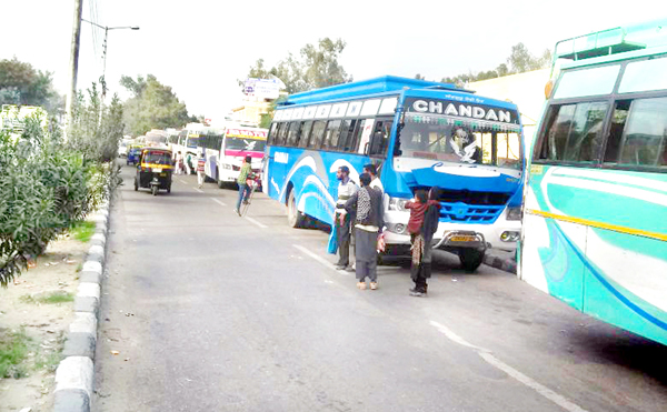 Idle parking of buses on BC Road causing traffic congestion near Jammu Bus Stand.