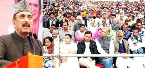 Leader of opposition in R S, Ghulam Nabi Azad addressing Congress convention at Gandhi Nagar in Jammu on Sunday. —Excelsior/Rakesh