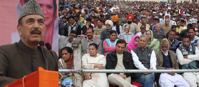 Leader of Opposition in RS, Ghulam Nabi Azad addressing Congress convention at Gandhi Nagar in Jammu on Sunday. —Excelsior/Rakesh