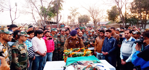 An Army officer laying wreath on the martyr Subham Singh in village Mukandpur in Hiranagar tehsil of Kathua district on Monday. -Excelsior/Pardeep
