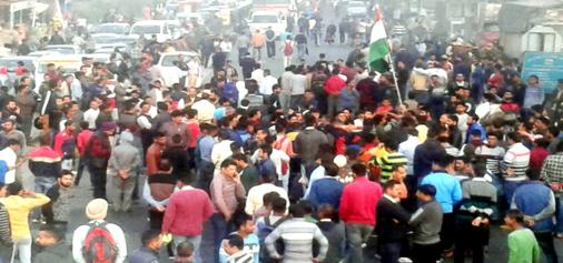 Mob protesting at National Highway at Gurha Morh, Samba on Monday. -Excelsior/Gautam