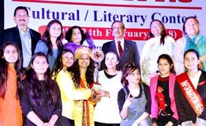 Winners of Yuvtarang posing along with the dignitaries in Jammu.