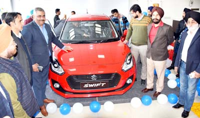 JP Singh, IGP Personnel (JKP) along with Territory Sales Manager, Maruti Suzuki India Limited, Siddharth Kohli and others unveiling Maruti Suzuki's all-new Swift.