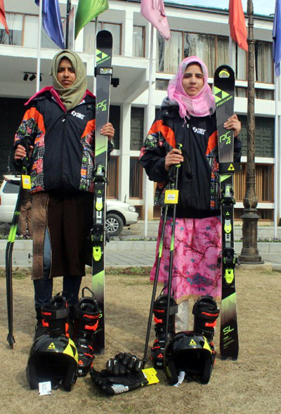 Ace skiers from Valley before leaving for Iran.