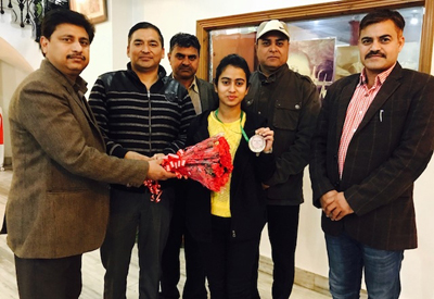 Arushi Kotwal being honoured after clinching silver medal in Prestigious Chess Nationals.