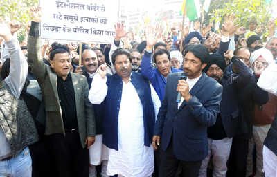 Cong leaders and workers staging protest against Govt in Suchetgarh on Saturday.