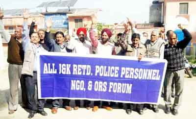 Retired Police personnel staging protest at Vijaypur in Samba on Tuesday.