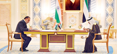 MoU being signed by Finance Minister Dr Haseeb Drabu and Dubai Ports Chairman Sultan Ahmed Bin Sulayem in presence of PM Narendra Modi and Crown Prince of Abu Dhabi Mohd Bin Zayed Al Nahyan at Abu Dhabi.