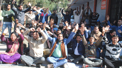 SSA teachers protesting on Sunday. — Excelsior/Rakesh