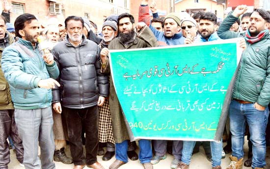 SRTC employees protesting in Srinagar. -Excelsior/Shakeel