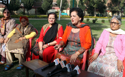 Members of Ladies Club Zanana Park interacting with media persons at Jammu on Thursday. —Excelsior/Rakesh