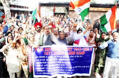 PoJK Displaced Persons staging protest near Dogra Chowk in Jammu on Friday. -Excelsior/ Rakesh