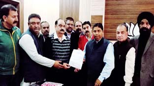 Deputation of Jammu CCBL Officers Association presenting memorandum to BJP leaders at Jammu on Tuesday.