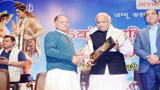 T.N Razdan former President JKVM being presented an award at New Delhi.
