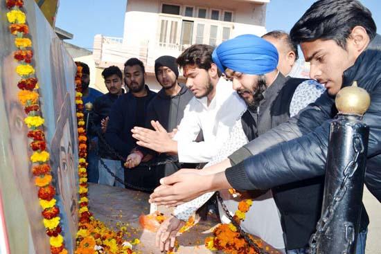 Members of MWC Bakshi Nagar paying floral tributes to Shaheed Bhagat Singh at Bhagat Singh Chowk, Bakshi Nagar, Jammu.