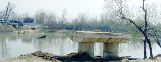 A view of incomplete Takanwari Foot bridge on the outskirts of Srinagar. —Excelsior/Shakeel