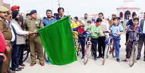 Cyclists being flagged off in Samba.