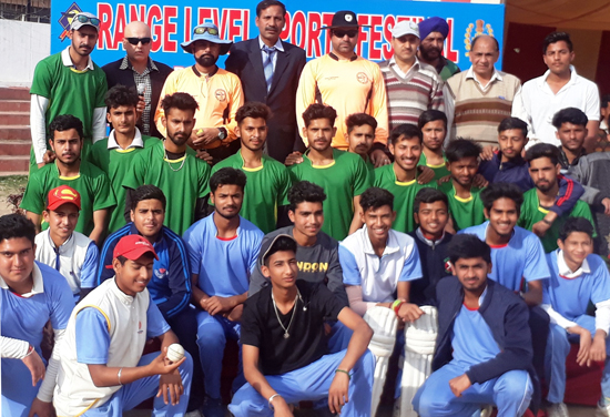 Winning teams of Range Sports Festival posing along with dignitaries at Parade ground in Jammu.