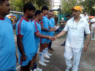 CRPF 121 Battalion Commandant, SS Rana interacting with players at the inaugural ceremony in Kathua.