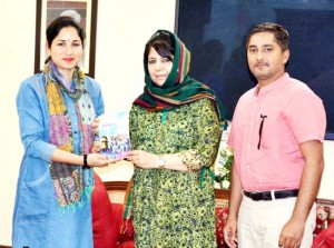On women's day, CM presented book on women cricket