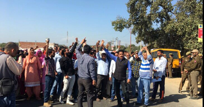 Residents of Raipur-Domana protesting against dumping of garbage in the area.