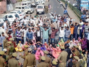 Kanna Shargal villagers protest against PHE Deptt