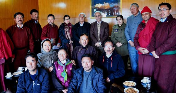Dineshwar Sharma with a delegation in Leh on Sunday. —Excelsior/Morup Stanzin
