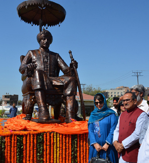 CM Mehbooba Mufti and DyCM Dr Nirmal Singh during unveiling of statue of Maharaja Hari Singh on Tawi bank on Friday. — Excelsior/Rakesh