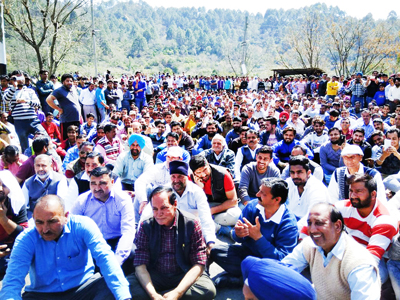 Nowshera people staging protest on Jammu-Poonch National Highway. -Excelsior/ Bhat