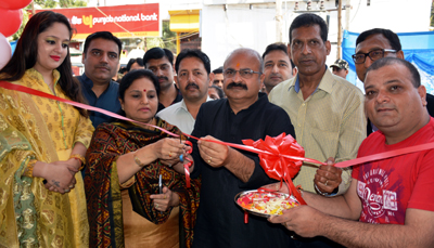 MoS Education, Priya Sethi and BJP State vice president, Yudhvir Sethi, inaugurating a jewellery store 'Nice Gems' at Auqaf Complex in Jammu.