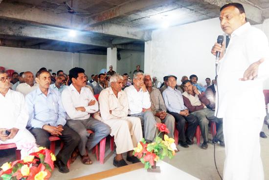 Senior PCC leader Sham Lal Sharma addressing BCC meeting at Akhnoor.