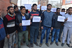 Casual labourers of Animal Husbandry Department protesting in Srinagar. -Excelsior/Shakeel