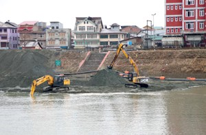 Firm asked to wind up for failure  to complete Jhelum dredging