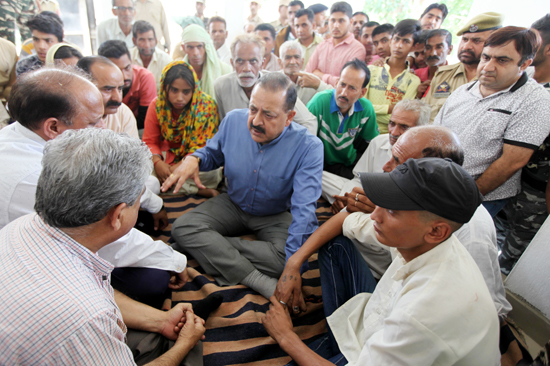 Union Minister Dr Jitendra Singh interacting with the inmates of a relief camp during his visit to the areas along the International Border on Saturday.—Excelsior/Rakesh
