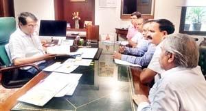 Federation of Industries delegation calls on Prabhu