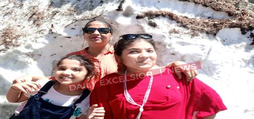 Tourists enjoying at Chattargala Pass on Bhaderwah-Basohli road.  —Excelsior/Tilak Raj
