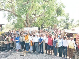 MLA kick-starts blacktopping of Jaganoo to Talmara road