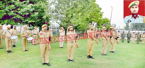 Cops offer gun salute to Mudasir Ahmad (inset) at DPL Pulwama on Monday. -Excelsior/Younis Khaliq