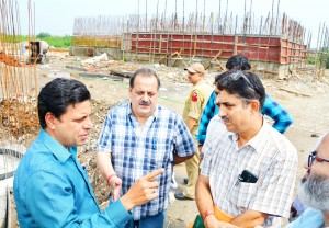 Div Com inspects sewerage projects in Jammu city