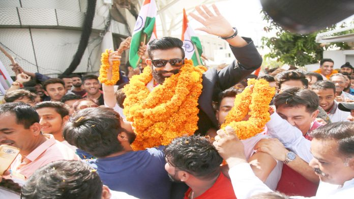 Surya Bhanu Partap being accorded warm reception on his return from Asian Games.