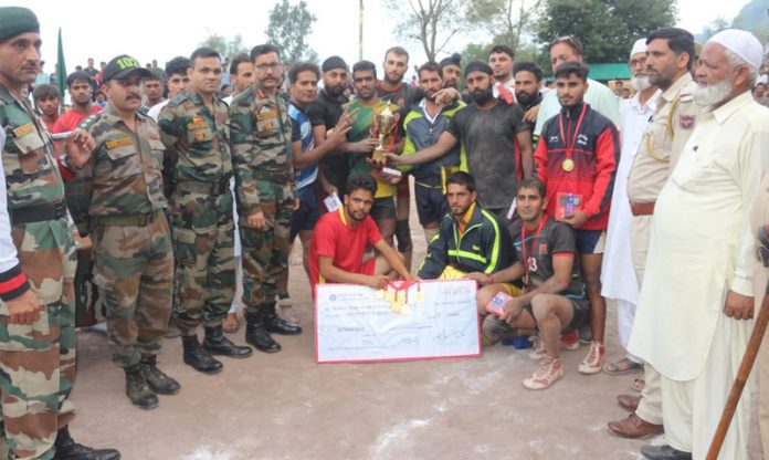 Army Officers honouring winners of Inter-Village Kabaddi Tournament in Rajouri.