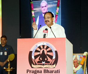 Vice President, M. Venkaiah Naidu delivering the memorial lecture on the former Prime Minister, Atal Bihari Vajpayee, in Hyderabad on Wednesday.