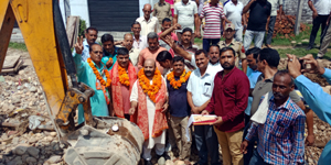 Former Minister and MLA Raipur-Domana, Bali Bhagat inaugurating construction work at Purkhoo near Jammu on Saturday.