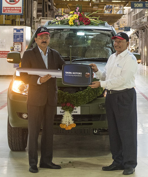 Dignitaries during rolling out celebrations of 1500th GS800 Safari Storme for Indian Armed Forces.