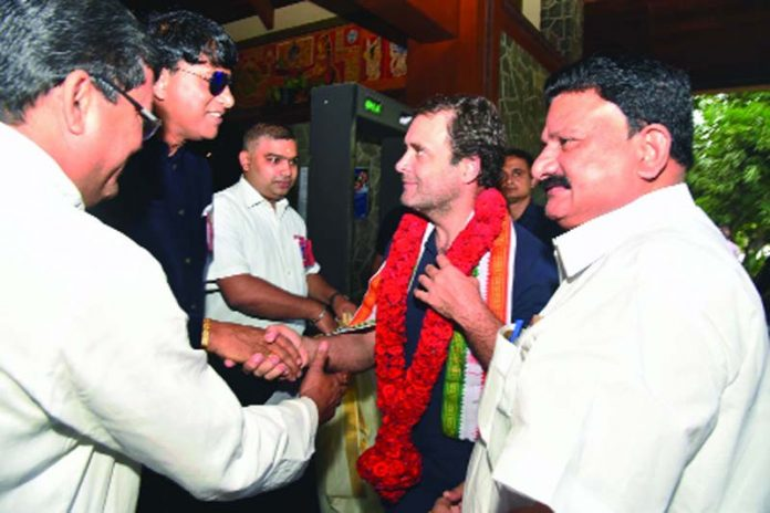 Congress President Rahul Gandhi being received by Kerala Congress leaders in Thiruvananthapuram on Tuesday. (UNI)
